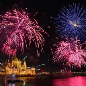 fireworks-hungary-budapest